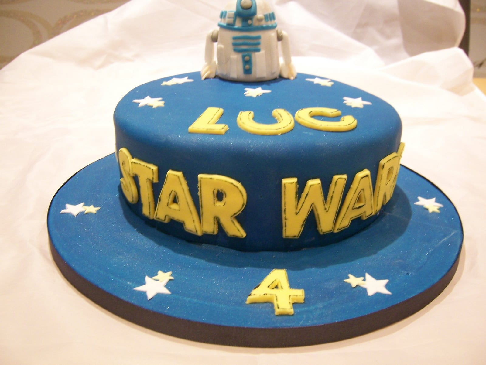 Wondrous Star Wars Cake Featuring R2D2 Casa Costello Personalised Birthday Cards Veneteletsinfo