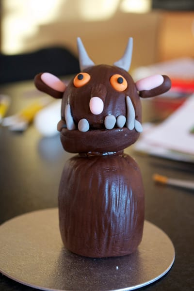 How to make a gruffalo cake decoration taking shape