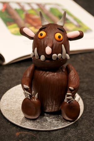How to make a gruffalo cake decoration finished model