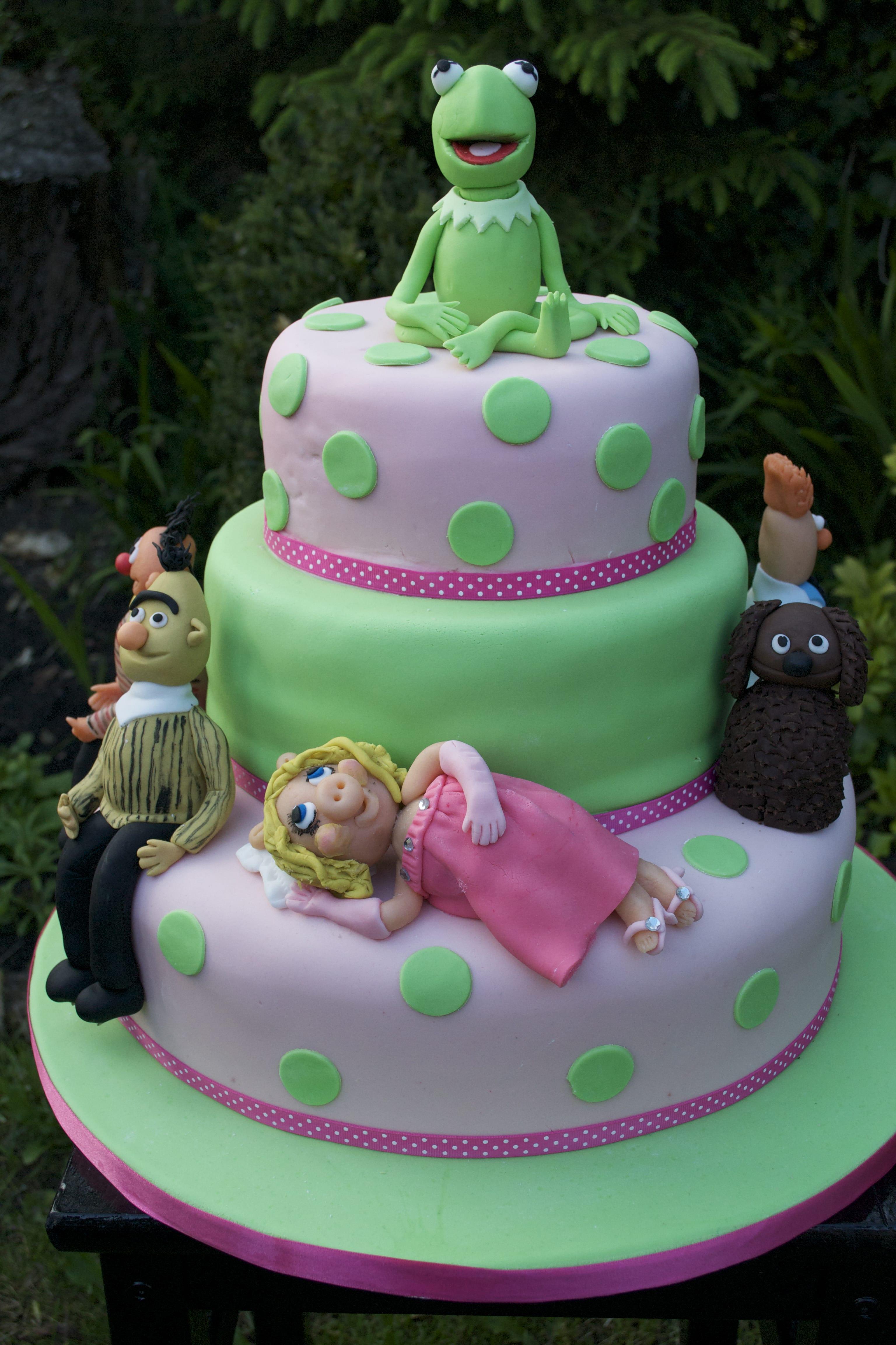 Muppets Cake with sugar models Kermit Miss Piggy and Bert & Ernie