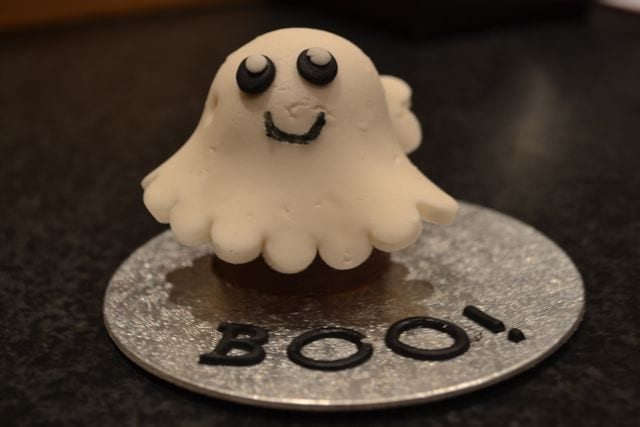 Edible Ghost Halloween Gift – A 10 minute make using a Walnut Whip