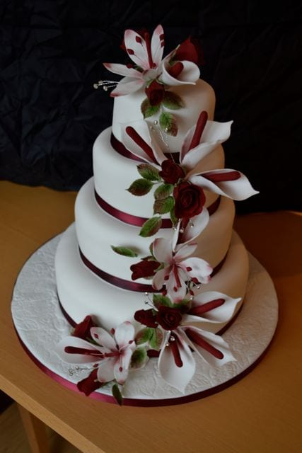 red white winter wedding cake