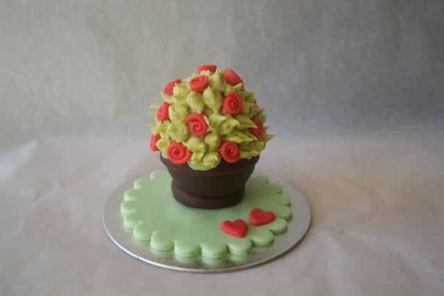 Edible Valentines Gift – Cadbury's Creme Egg