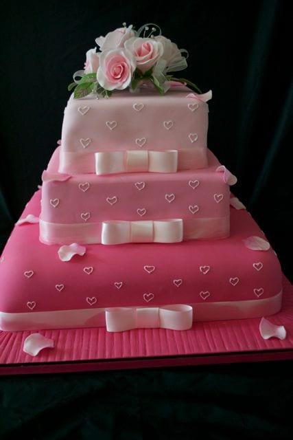 Shades of Pink Wedding Cake – Cake of the Week