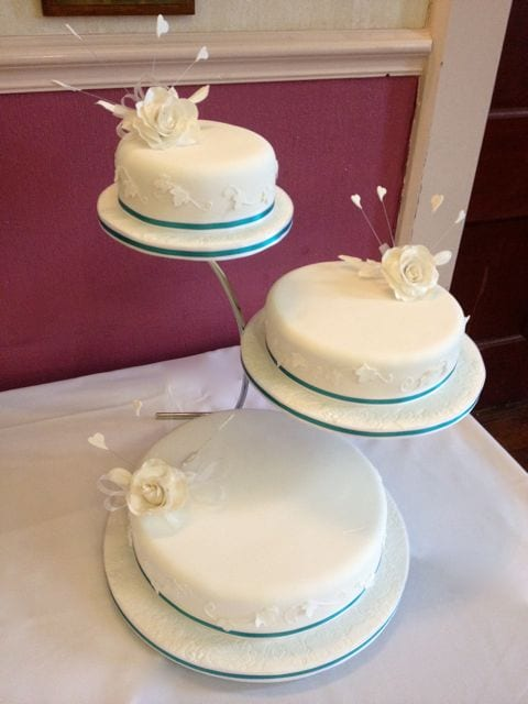 White Rose Wedding Cake with Ivy Side Design – Cake of the Week