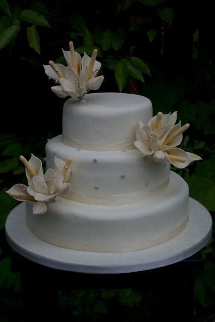 Calla lily & Tulip wedding cake