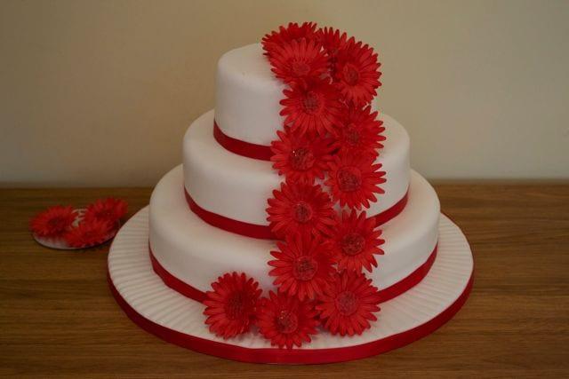 Red Gerbera Wedding Cake – Cake of the Week