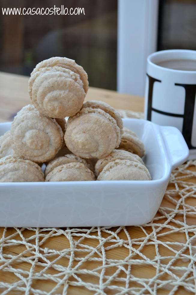 Speculoos Lotus Biscuit Macarons